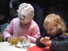 Kinder im anschließenden Kirchencafé