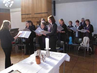Der Gospelchor der Dreikönigsgmeinde bei der letzten Probe mit Frau Dorothee Grebe-Zitzmann am 19.09.2010 im Kirchsaal Süd