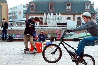 skatingII-flickr-andrea-diener-cc-by-nc-2.0