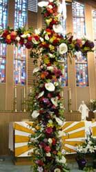 Das Kirchenjahr spricht: Eine Inszenierung, die bei der Vorstellung der Konfirmanden im Mai 2006 vorgeführt wurde
