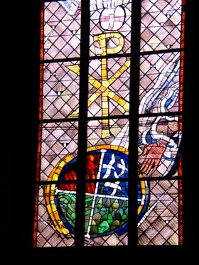 Glaubensbekenntnis - Ostfenster von Charles Crodel, Dreikönigskirche