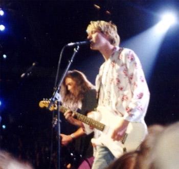 'Kurt Cobain (vorn) und Krist Novoselic (links) während der MTV Video Music Awards 1992', 1992, P.B. Rage from USA