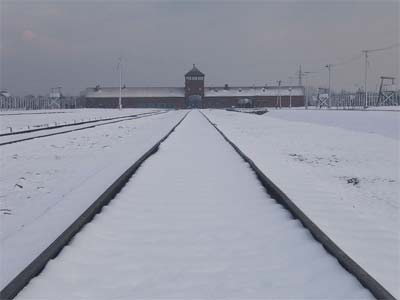 'Entrance Auschwitz II snowed', 2007, Logaritmo