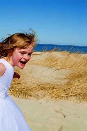 'Happy Girl Midori Running at The Beach'