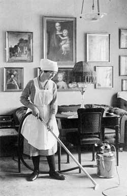 'Den første støvsuger model til husholdningsbrug fra Fisker & Nielsen C5 modellen', 1912, Nilfisk-Advance