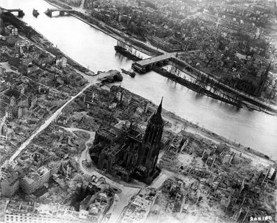 'Frankfurt am Main, Luftbild der Altstadt-Zerstörung 1944', Private collection Mylius, 1945