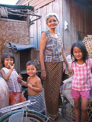 'squatter family in cambodia', 2005, Andre Engels