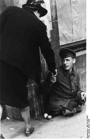 'Essen, bettelnder Invalide', 1948, Lerche, Ernst