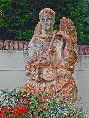 'Engel mit Laute', 2010, HeinzLW
