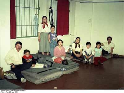 'Berlin, Rumänische Asylanten', 1990, German Federal Archives