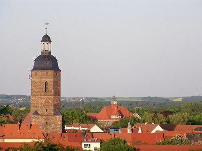 'Nikolaikirchturm und Martin-Rinckart-Gymnasium in Eilenburg von der Burg Eilenburg gesehen', 2009, Joeb07