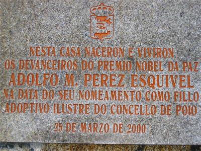 'Placa conmemorativa na casa da familia de Adolfo Pérez Esquivel', PD-PROPIA., 2008