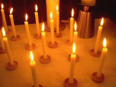 'Kerzen vor dem Altar am Ewigkeitssonntag im Kirchsaal Süd', 2008, PSch