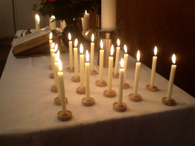 'Kerzen auf dem Altar am Ewigkeitssonntag im Kirchsaal Süd', 2008, PSch