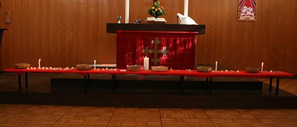 'Bittgottesdienst um Heilung,  Kirchsaal', 2008, AB