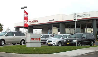 'A Toyota car dealership at the Fremont Auto Mall in Fremont, California', 2005, Coolcaesar