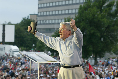 'Luis Palau predicando a multitudes ', Asociación Luis Palau