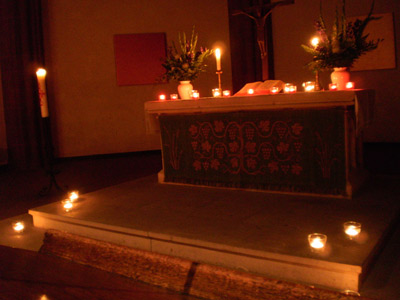'Altarraum in der Dreikönigskirche zur Nacht der Kirchen am 04. September 2009', PSch