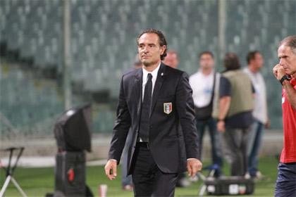 'L'allenatore italiano durante Italia-Slovenia di qualificazione agli Europei 2012', 2011, Roberto Vicario