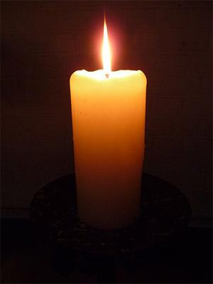 'Einzelne brennende Kerze', 2009, 4028mdk09
