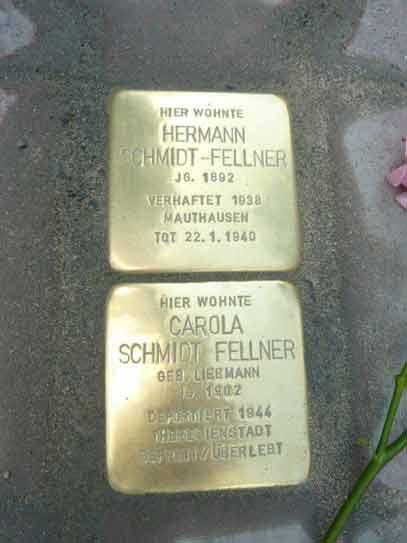 Stolpersteinverlegung für Carola und Hermann Schmidt-Fellner