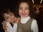 Zwei junge Besucherinnen